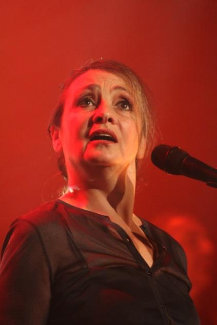 Catherine Ringer avec Plaza Francia au Théâtre de Paris, le 9 juillet 2014. (photo : Coralie Houillon)
